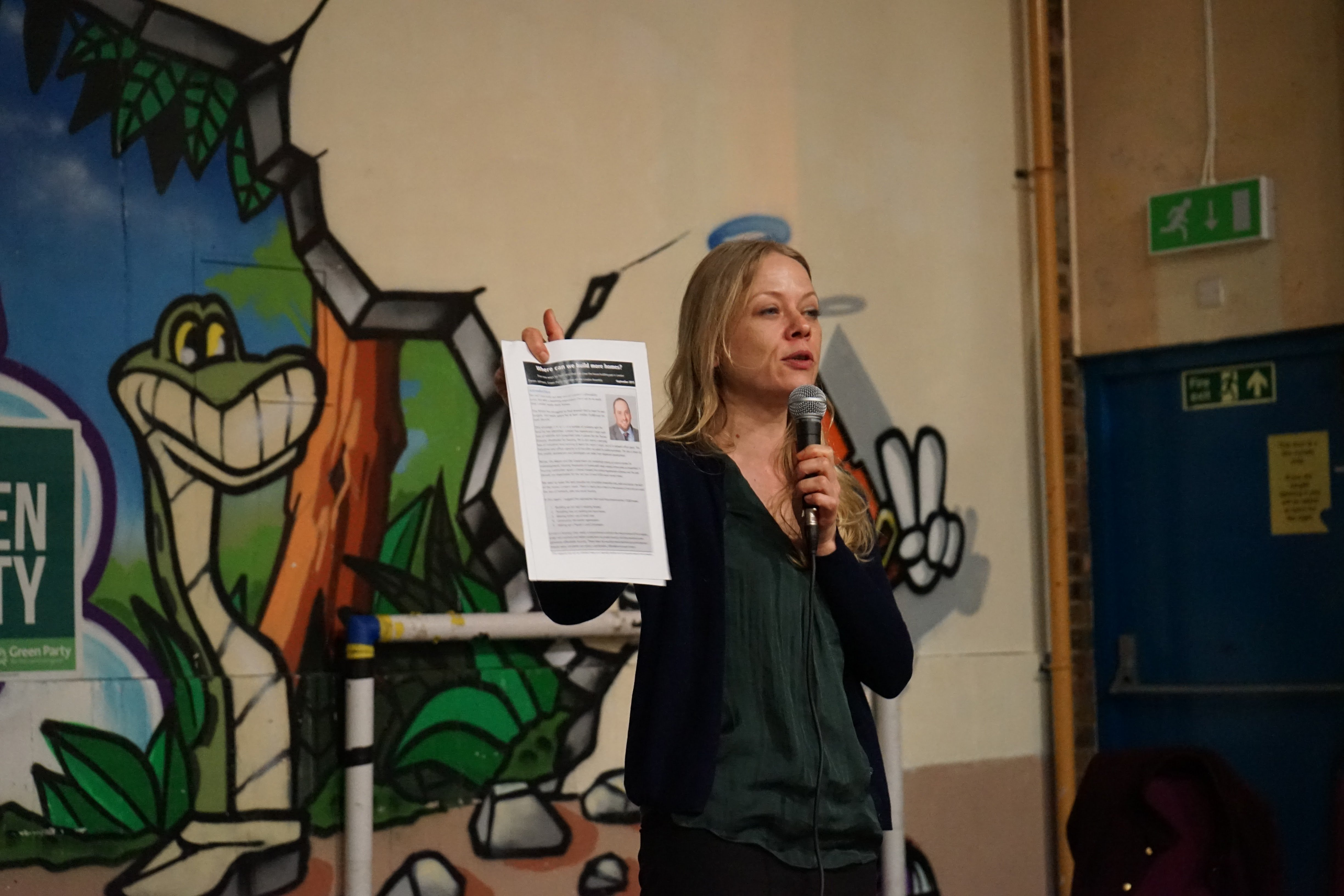Sian Berry at Ham Community Center talking against proposed demolition